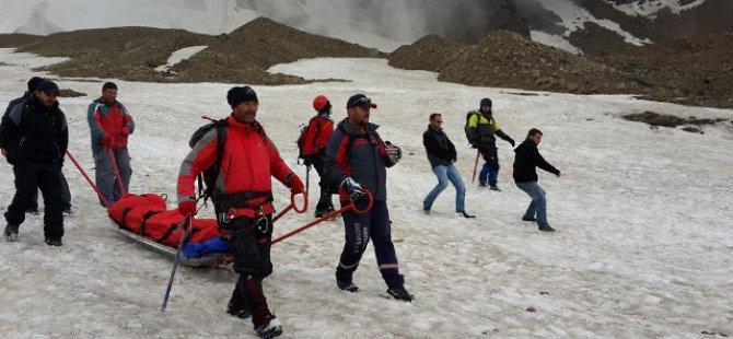 Erciyes Dağında Ayağı Kırılan Dağcı Doktoru Jandarma Kurtardı