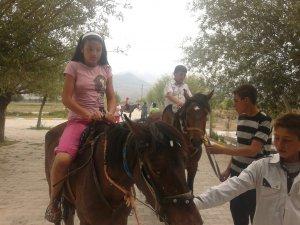 At binicilerini sultansazlığına bekliyoruz
