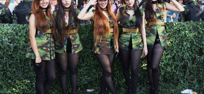 Tayland'da Dansı Kızlar Mutluluk Dağıtıyor! Video