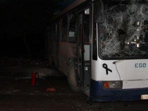 Başkent'te göstericiler belediye otobüsüne molotof ile saldırdı