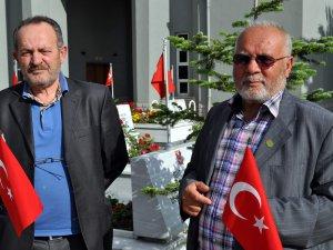 KAYSERİ'DE 'ŞEHİT AİLELERİNDEN, BAYRAK İNDİRİLMESİNE TEPKİ
