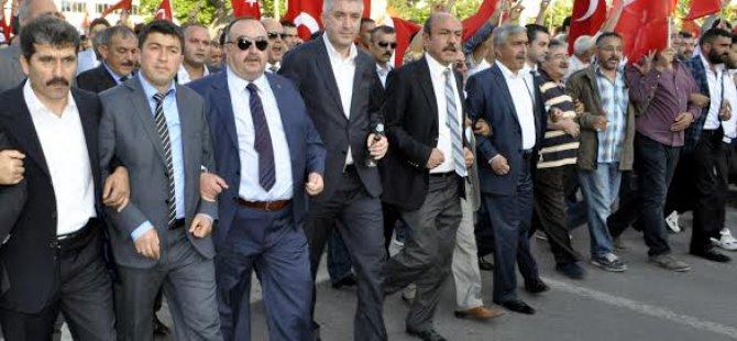 KAYSERİ'DE BAYRAK YÜRÜYÜŞÜNE ONBİNLER KATILDI
