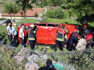 Eskişehir Bağlarında otomobil takla attı 3 yaralı