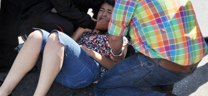 İstasyon Caddesi'nde Genç Kıza Otomobil çarptı