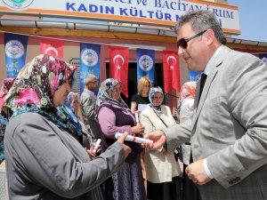 PALANCIOĞLU, FATMA BACI'DAN MEZUN OLANLARA SERTİFİKA VERDİ