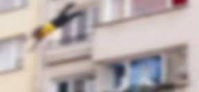 Kayseri Caferbey'de 8 Katın Balkonundan düşen kadın öldü