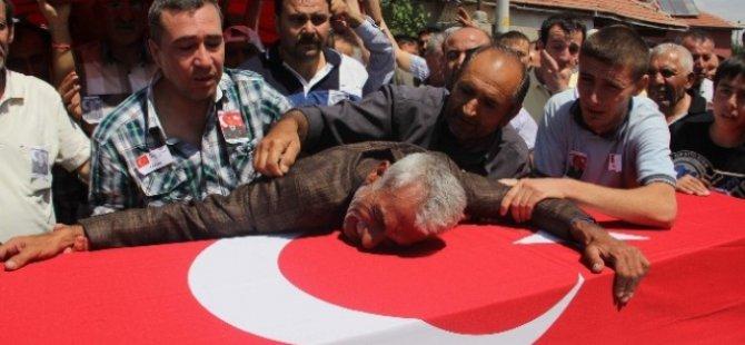 Kayseri'de Otelde Ölü Bulunan Şahıs Şehit Oğlunun Yanına Defnedildi