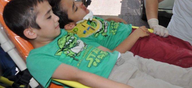 Kayseri'de Minik yavruları taşıyan servis kaza yaptı 13 yaralı