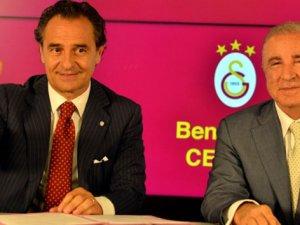 Galatasaray'ın yeni hocası imza attı Fenerbahçe'ye çattı