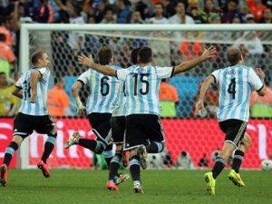 Hollanda 2 - 4 Arjantin