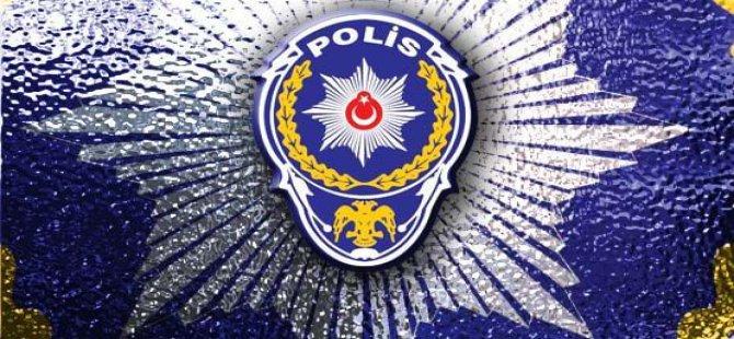 Görevli polis, kazara başka bir polis arkadaşını silahla vurdu