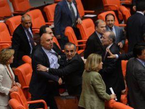 TBMM'de AK Parti'li Vekilin Kaşı Yarıldı