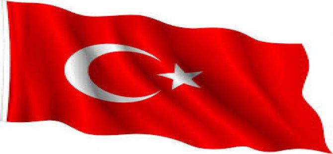 Antalya'da Bayrağı indirmeye çalışan hain bacağından vuruldu