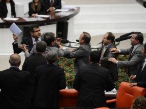 Zozani'den AK Partili Vekile Saldırı