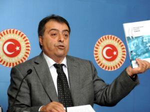 Eski Sağlık Bakanı Osman Durmuş fenalaşarak hastaneye kaldırıldı