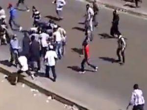 Mısır'da göstericinin vurulma anı! Video