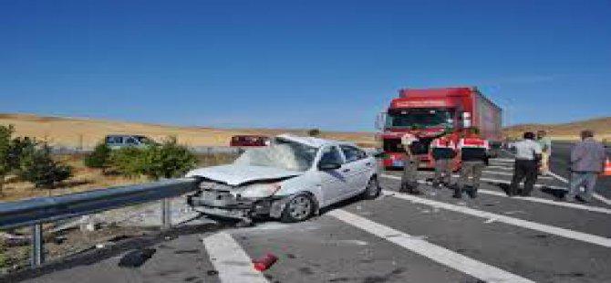 Kayseri,Kırşehir Yolunda Otomobille Kamyonet Çarpıştı: 6 Yaralı