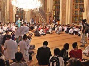 Gezi Eylemcileri Camii Adabına Uymamış!
