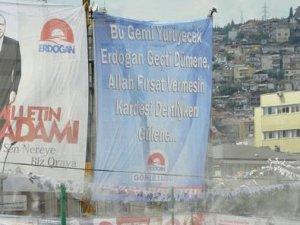 KOCAELİ'NDE GÜLEN'E PANKARTLI TEPKİ