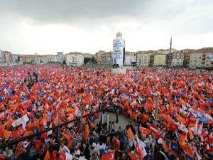 AK Parti Binaları Bayraklar ile Donatılıyor