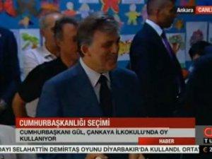 Gül cumhurbaşkanı olarak son kez oy kullandı
