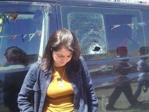AK Partili bayan vekile taşlı saldırı