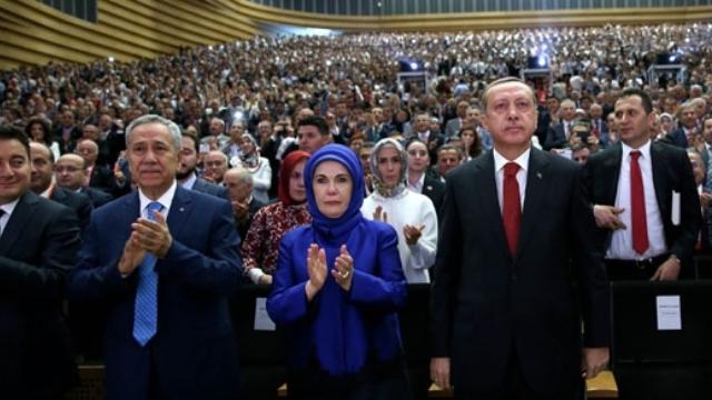 AK Parti Anketinden Başbakan Adayı Olarak 2 İsim Çıktı
