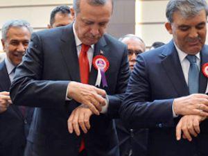 Gül ile Erdoğan'ın o anı dikkat çekti!
