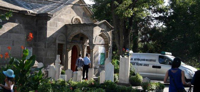 KAYSERİ'DE TÜRBEDE NAMAZ KILARKEN HAYATINI KAYBETTİ