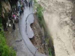 Hindistan'daki Felaketteki Ölü Sayısı 10 Bine Çıktı