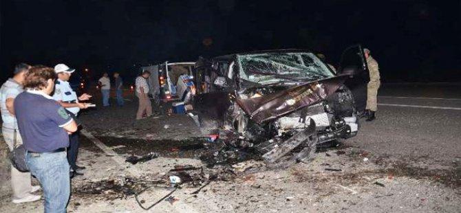 Gurbetçi aile tır'ın altına girdi 3 ölü, 6 yaralı