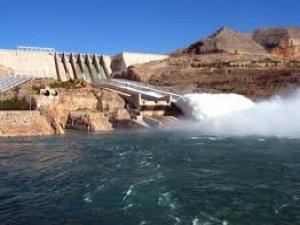 Baraj kapakları açıldı piknikçiler sular altında kaldı