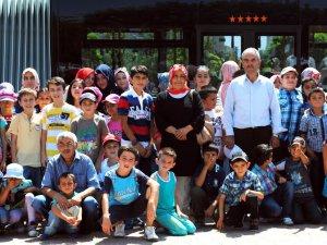 Bayan Muhtar Özdemir'den mahalle çocuklarına   yaz eğlencesi