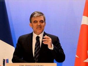 Gül, Davutoğlu'nu kutladı