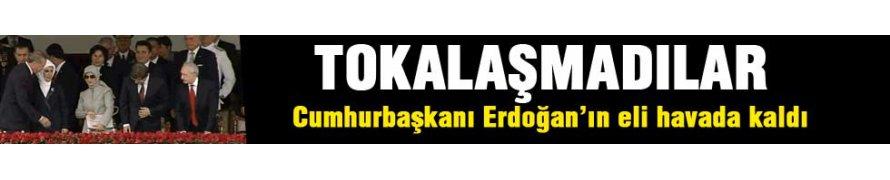 Erdoğan'ın eli havada kaldı