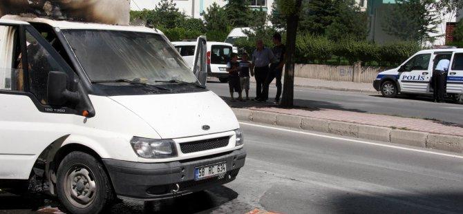 Mimsin'de seyir halindeki kamyonet yandı