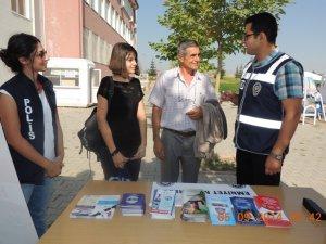 KAYSERİ EMNİYET'TEN ÜNİVERSİTE'YE GELEN ÖĞRENCİLERE DOST ELİ UZATILDI