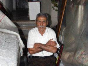 Ev tapusunu kızına verdi 70 yaşındaki adam eşyaları ile birlikte sokağa atıldı