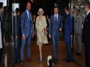Lady Gaga düşme tehlikesi geçirdi