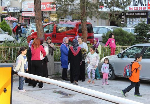 FEVZİ ÇAKMAK'TA GAZ KOKUSU İHBARI PANİK YAŞATTI