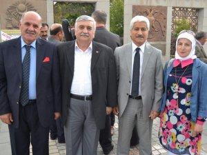KAYSERİ'DE HALK OZANLARI ATATÜRK ANITI'NA ÇELENK BIRAKTI