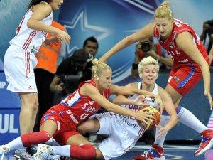 Türkiye A Milli Kadın Basketbol Takımı, Sırbistan'ı 62-61 yenerek, yarı finale yükseldi!