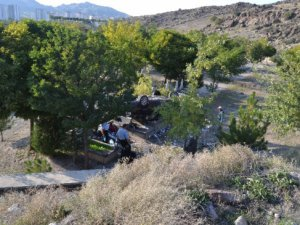 Kayseri Beştepeler'de otomobil mezarlığa uçtu: 5 yaralı