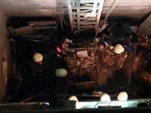 İzmir'de asansör düştü: 4 işçi yaralı