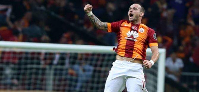 Derbinin kahramanı Sneijder konuştu