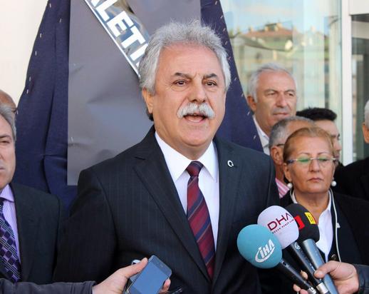 CHP KAYSERİ'DEN ADLİYE ÖNÜNE YOLSUZLUK ÇELENK'İ
