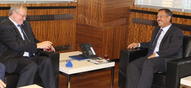 Büyükelçi Özhaseki çok başarılı bir belediye başkanı