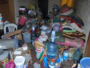 Yeşilhisar'da bir evden 6 kamyon çöp çıktı