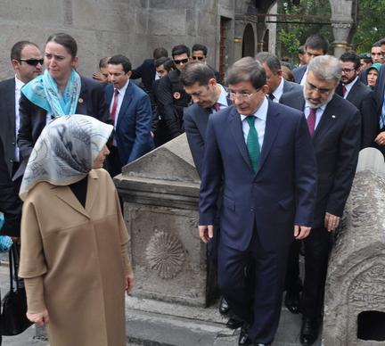 Başbakan Davutoğlu'nun Türbe Ziyareti - VİDEO