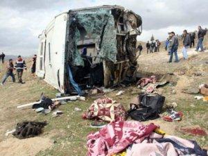 Afyonkarahisar'da Üniversite öğrencilerini taşıyan yolcu otobüsü kaza yaptı 8 ölü 20 yaralı